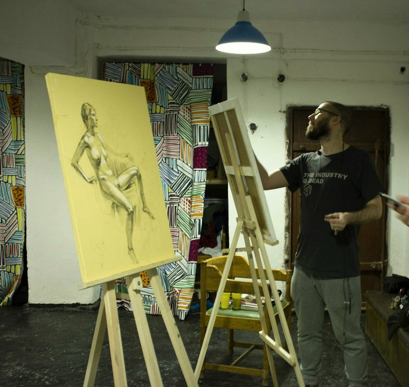 Художник рисует голую натуру фото 13-119
